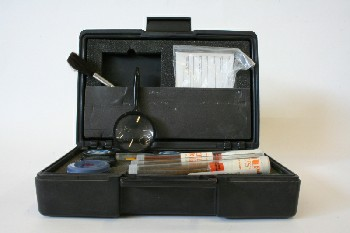 Police, Miscellaneous, PRINT DUSTING KIT IN CASE W/BRUSHES,FINGERPRINTING SHEETS, JARS & MAGNIFIER , PLASTIC, BLACK