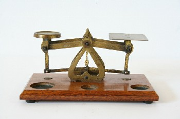 Decorative, Scale, BALANCE/WEIGHING SCALE,CENTRE POINTER,RECTANGULAR WOOD BASE W/3 CIRCLES , BRASS, BRASS