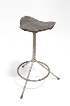 Stool, Misc, VINTAGE,INDUSTRIAL,TRIPOD BASE W/FOOT RING, DISTRESSED/CRACKED LEATHER SEAT, AGED, METAL, GREY