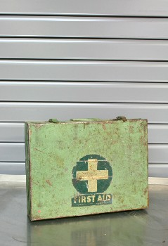 Medical, First Aid Kit, VINTAGE,GREEN CROSS,SCRATCHED , METAL, GREEN
