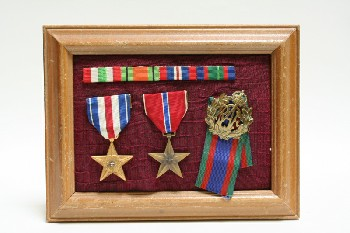 Wall Dec, Collection, CLEARABLE, 3 MEDALS & 1 STRIPE W/WOOD FRAME, FABRIC, MULTI-COLORED